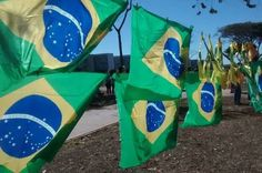 Ambulantes têm lucro abaixo do esperado em manifestação contra a corrupção em Brasília - http://noticiasembrasilia.com.br/noticias-distrito-federal-cidade-brasilia/2015/08/16/ambulantes-tem-lucro-abaixo-do-esperado-em-manifestacao-contra-a-corrupcao-em-brasilia/