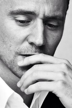 I can't...just can't...Tom Hiddleston...long, sexy fingers...lips... I think my ovaries exploded!