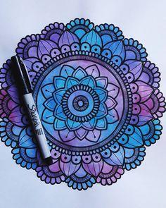 Mandalas Painting, Mandalas Drawing, Mandala Artwork, Easy Mandala Drawing, Doodle Drawings, Art Drawings Sketches, Doodle Art, Mandala Doodle, Mandala Art Lesson