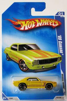 2009 Hot Wheels Muscle Mania # 077 69 Camaro Yellow 01/10 Wal-Mart
