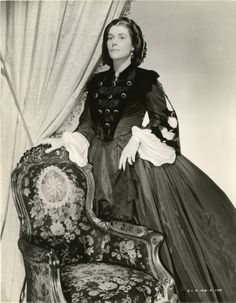 Barbara O´Neil as Ellen O'Hara, Scarlett's beloved mother.