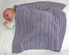 Downloadanleitung zum Stricken einer wirklich besonderen Babydecke, 60*70cm aus reiner, hochwertiger Merinowolle! Unsere Decke Feenland wird Dich mit ihrer edlen, aufwendigen und liebevollen...