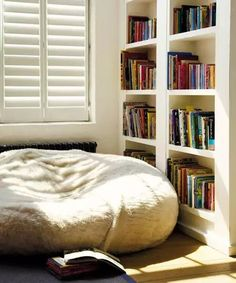 Cozy Reading Nooks for Your Fall Mood – Is it a Scam? You are able to make your nook as fancy or as easy as you desire. Now you can obtain a book nook however tiny your home is! Corner Bookshelves, Bookshelf Design, Book Shelves, Bookcase, Cozy Nook, Cozy Corner, Cosy, Bedroom Reading Nooks, Book Corner Ideas Bedroom