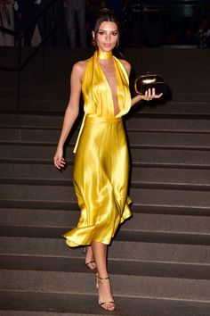 A Look Back at Emily Ratajkowski's Sexiest Style Moments Yellow Satin Dress, Satin Dresses, Silk Dress, Dress Up, Emily Ratajkowski Runway, Emily Ratajkowski Style, Marc Jacobs, Naomi Campbell, Glamour