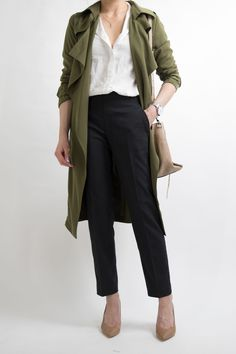 Business-casual Women's Working Office Professional outfit ideas miss Source by onicake Summer Business Outfits, Business Professional Outfits, Business Casual Attire, Business Fashion, Professional Women, Business Style, Business Suits, Business Formal, Office Fashion
