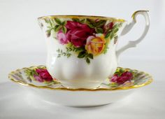 Hey, I found this really awesome Etsy listing at https://www.etsy.com/listing/192789358/royal-albert-old-country-roses-tea-cup