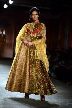 Anju Modi for Delhi Couture week 2014. #perniaspopupshop #AnjuModi #designer #creation #aesthetic #artistic #beautiful #gorgeous #style #fashion #trend #love #label #coutureweek