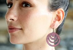 These are laser cut circleearrings made from vegetable tanned cowhide leather. Leather Earrings, Leather Jewelry, Geometric Jewelry, Cowhide Leather, Drop Earrings, Trending Outfits, Unique Jewelry, Handmade Gifts, Etsy