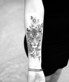 90 Tiger and Lion Tattoos That Define Perfection - Straight .- 90 Tiger and Lion Tattoos That Define Perfection – Straight Blasted A beautiful tiger by Dragon - Animal Tattoos For Women, Sleeve Tattoos For Women, Tattoos For Women Small, Tattoo Sleeves, Tattoo Women, Tiger Tattoo Design, Tribal Tattoo Designs, Tattoo Designs For Women, Back Tattoos
