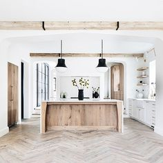 Home is where the heart is Spanish kitchen Some homeowners enjoy the vibrancy of flowers in their ya Home Decor Kitchen, Kitchen Interior, Home Kitchens, Barn Kitchen, Style At Home, Home Renovation, Home Remodeling, Home Design, Interior Design