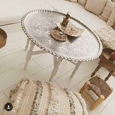 Moroccan Interiors, Salon Furniture, Console Table, Gazebo, Interior Decorating, House Design, Traditional, Living Room, Guide