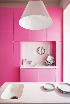 a hot pink kitchen...!