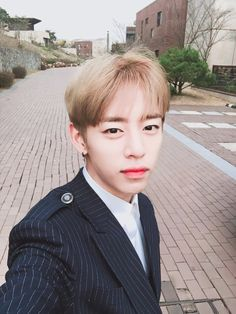 """BAP-DAEHYUN 大家都过得好吗?我很想你们!今天也加油!❤️ """" Is everyone doing ok? I miss you guys a lot! Hwaiting (fighting) today also!❤️"""