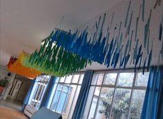 Decoración de colores para el pasillo del colegio o el aula de la escuela