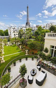 audreylovesparis:  Private Garden with Terrace at Shangri-La, Paris