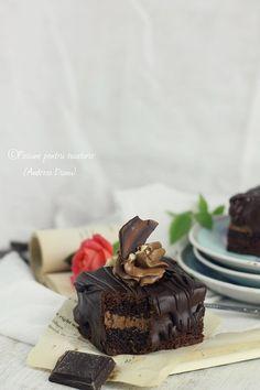Retete de prajituri pentru Craciun-pasiune pentru bucatarie Christmas Sweets, Something Sweet, Chocolate Cake, Mousse, Sweet Treats, Desserts, Plates, Food, Christmas