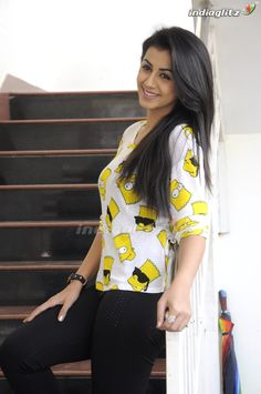 Stylish Girl Images, Tamil Actress Photos, Tamil Movies, Girls Image, Indian Girls, Divas, Floral Tops, Actresses, Actors