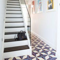 modern hall : geometric tiles design and glass balustrade Hall Tiles, Tiled Hallway, Hallway Flooring, Modern Hallway, Modern Staircase, Modern Room, Glass Bannister, Banisters, Banister Ideas