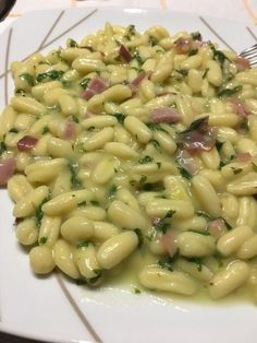 Cavatelli with speck, rocket and potato cream What do I cook today? Cooking recipes with photos, all the recipes from my kitchen Pasta Recipes, Cooking Recipes, Healthy Recipes, Potato Recipes, Italian Dishes, Italian Recipes, Restaurant Restaurant, Gnocchi, Gastronomia