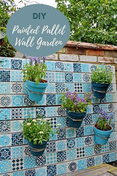 How to brighten up your garden and give it a colorful Moroccan feel with this awesome upcycled painted wood pallet planter. An easy affordable garden DIY. Wood Pallet Planters, Wood Pallets, Pallets Garden, Pallet Fence, Diy Pallet, Pallet Ideas, Painting On Pallet Wood, Diy Garden Projects, Outdoor Projects