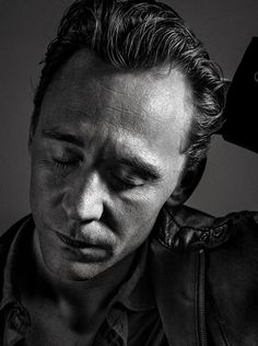 Andy Gotts: Little lighting test with the awesome Tom Hiddleston @twhiddleston. Its great to work with creative minds like him! pic.twitter.com/9iSa5qrgze
