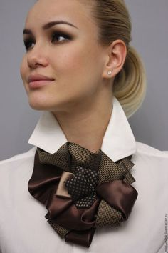 From what is at hand - Ties still serve! Diy Clothing, Clothing Patterns, Old Ties, Tie Crafts, Diy Scarf, Women Ties, Diy Schmuck, Vintage Glam, Neck Scarves
