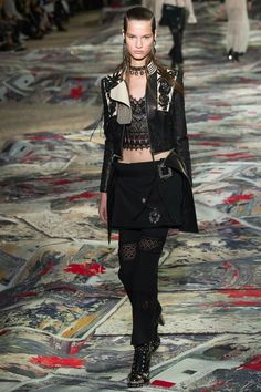 Alexander McQueen SS17 fashion