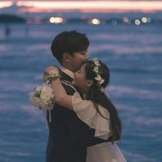 Couple Korean 🌈 discovered by ʀᴏᴄᴋs✞ᴀʀ on We Heart It Couple Goals, Cute Couples Goals, Couple Ulzzang, Ulzzang Korean Girl, Couple Poses Drawing, Couple Posing, Korean Wedding Photography, Couple Photography, Wedding Poses