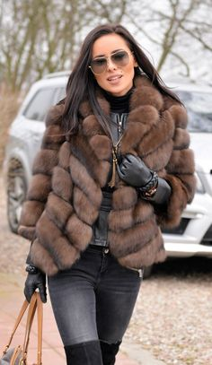 Incredibile 10 Winter Jackets Fashion that are Perfect Add-ons to Your Outfits Grande Super Faux Fur Jacket - 10 Wi. Fur Fashion, Look Fashion, Winter Fashion, Fashion Outfits, Jackets Fashion, Sporty Fashion, Fashion Women, Fur Coat Outfit, Look Blazer