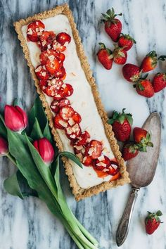 Strawberry Coconut Tart: 31 Delicious Things To Cook In May Vegan Desserts, Just Desserts, Delicious Desserts, Yummy Food, Tart Recipes, Sweet Recipes, Dessert Recipes, Elegante Desserts, Coconut Tart