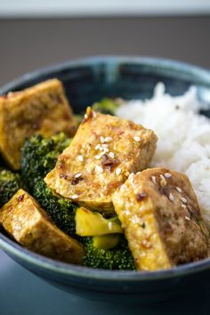 Tofu bulgogi recipe made with a classic Korean marinade and baked, not fried. Vegan and gluten-free recipe, sweet, spicy and savory. Quick Vegan Meals, Vegan Lunch Recipes, Vegan Snacks, Veggie Recipes, Healthy Recipes, Vegetarian Dinners, Recipes Dinner, Dinner Ideas, Korean Tofu Recipes