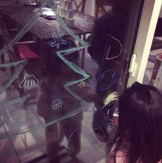 2014/12/22掲載 「alohamahalo_anuenue」さんのお宅でガラスにおえかきしている様子。  https://www.facebook.com/kitpas2005  #kitpas #キットパス