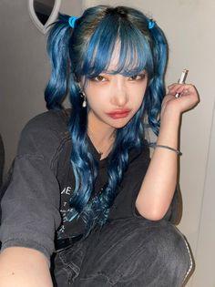 Messy Hairstyles, Pretty Hairstyles, Hair Dye Colors, Hair Color, Hair Inspo, Hair Inspiration, Blue Hair Aesthetic, Aesthetic Makeup, Shot Hair Styles