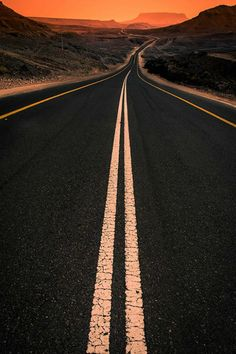 Oooooooohhhhhhh  It's a real nowhere road  Sitting out there all alone  Doesn't even have a phone  He's nowhere road