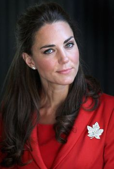 Kate has dazzled in some stunning bling – like this maple leaf brooch on her trip to Canada in 2011. (Had to put some more pictures from her Canada visit; i want to see them when they come back someday)