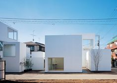 Situated in a small-scale residential neighborhood, this three-unit apartment complex has divided the rooms into separate buildings, forming its own small community cluster.  ++ JA+U : New Approaches to Apartment Living in Japan