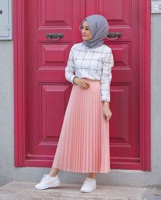 Modern Hijab Fashion, Street Hijab Fashion, Hijab Fashion Inspiration, Muslim Fashion, Skirt Fashion, Fashion Outfits, Fashion Fashion, Casual Hijab Outfit, Hijab Chic