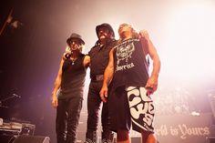 Motörhead zusammen mit Saxon auf Tour 2013 - Seit 38 Jahren tourt die britische Formation mit bemerkenswerter Zugkraft um die Welt, um ihren Mix aus Heavy Metal, Hard-, Blues- und Punkrock in gewaltiger Lautstärke auf das Publikum loszulassen. Ihre letzten drei Alben, 'Kiss Of Death' (2006), 'Motörizer' (2008) und 'The Wörld Is Yours' (2010), sind die erfolgreichsten seit ihrer ersten Hochphase in den frühen 80ern. Für Mitte des Jahres wurde das 22. Studioalbum angekündigt, mit dem die…