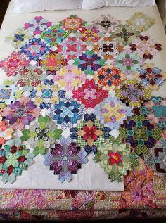 Scrappy Quilt Patterns, Paper Piecing Patterns, Scrappy Quilts, Quilting Projects, Quilting Designs, Quilt Corners, Crumb Quilt, Flower Quilts, Cute Quilts