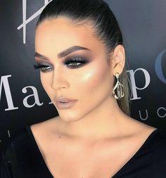 Nosso Deus!!!!! Que esfumado deslumbrante é esse!!!!  . @Regranned from @heldermarucci -  #makeup #heldermarucci  #meusonhoHM #anastasiabeverlyhills #hudabeauty #vegas_nay #makeupartist - #regrann