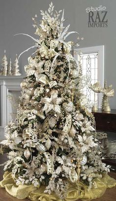 Don't want traditional Merry Christmas decorations? A pre lit white Christmas tree is just what you need. Try these white Christmas tree decorating ideas. White Christmas Tree Decorations, Elegant Christmas Trees, Flocked Christmas Trees, Noel Christmas, Green Christmas, Christmas Photos, Rustic Christmas, Christmas Ideas, How To Decorate Christmas Tree