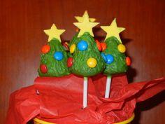 cakepops (paletas de pastel cubietas de chocolate) en forma de arbolitos #food