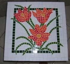 Flores con Mosaiquismo Mosaic Tray, Mosaic Tiles, Mosaic Projects, Projects To Try, Hobbies And Crafts, Diy And Crafts, Mosaic Garden, Mosaic Patterns, Tile Art