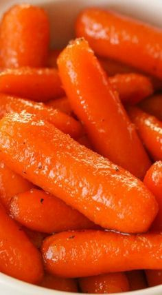 If you need a go-to side dish, these Brown Sugar Glazed Carrots are perfect for you! The tastiest candied carrots recipe! Even better, it takes less than 10 minutes to make and only requires 4 ingredients! Boiled Carrots Recipe, Sweet Baby Carrots, Sweet Carrot, Cooked Carrots, Brown Sugar Glazed Carrots, Glazed Baby Carrots, Candied Carrots, Recipes