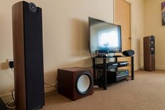 Mordaunt Short Mezzo 6 ; M-S Mezzo 1 ; Monitor Audio RSW12 ; KEF T-2  KEF HTC3001SE ; Onkyo TX NR609 ; LG 42LW550T ; QED HDMIs ; Fisual 4mm bi-amp fronts; 2.5mm surround and centre