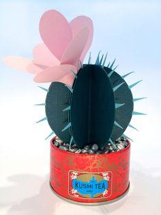 Da das Umtopfen von Kakteen immer so eine unangenehme und stachelige Angelegenheit ist, gibt es heute eine neue Züchtung von mir: Den Kaktus aus Papier! Der Kaktus aus Papier hat sehr viele Vorteile! Nicht nur, dass er nicht mehr stachelt, … Weiterlesen →