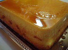 Para a calda:  - 1 xicara de acucar  - 1/4 xicara de agua  - Para o pudim:  - 6 ovos  - 1 lata de leite condensado  - 1 xicara de leite  - 1/4 xicara de acucar  - 1 colher (cafe) de raspas de limao ( so a parte verde,nao a branca)  - Para o bolo:  - 3 ovos,gemas e claras separados  - 1/4 de xicara de acucar  - 3/4 de xicara de farinha de trigo  - 1/2 colher(sopa) fermento em po  - 1/4 xicara de leite  - 1/4 xicara de acucar( sim,e isso mesmo,vc vai usar esse tanto duas vezes)