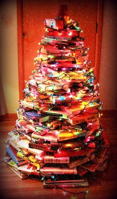 unique and pretty book Christmas tree ~ as seen at http://fireandicephoto.blogspot.com/2011/12/happy-holidays-giveaway.html