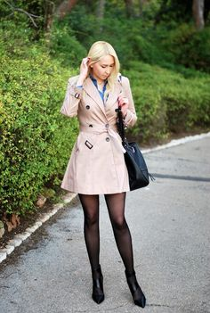 Fashion addict: Trench chic Opaque Tights, Fashion Tights, Fashion Addict, Chic, Elegant, Casual, Macs, How To Wear, Trench Coats