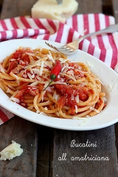 Bucatini all'amatriciana Tortellini, Pasta Amatriciana, Pasta Noodles, Ricotta, Italian Recipes, Food To Make, Spaghetti, Bucatini Allamatriciana, Favorite Recipes